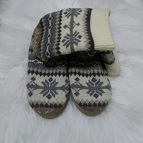 e6cad8eac342 Muk Luks slippers